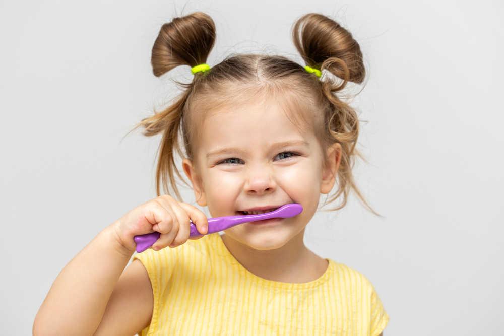 Cómo enseñarles a tus hijos el hábito del cepillado dental